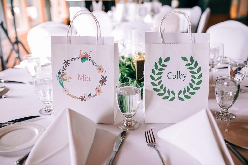 The cutest table decor for the kids on a wedding photos