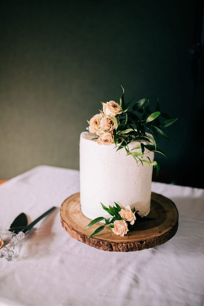 stunning yet simple wedding cake