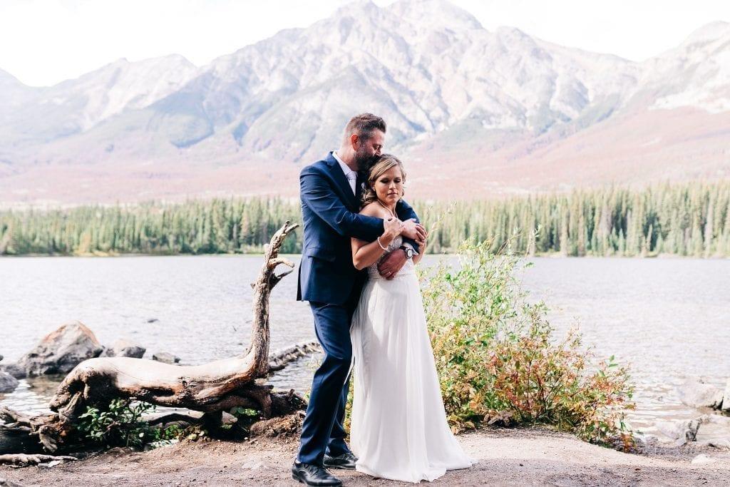 Romantic photos of bride and groom in jasper