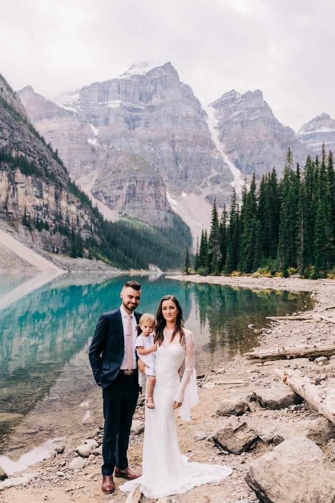 beautiful sunset couples photos at Moraine Lake