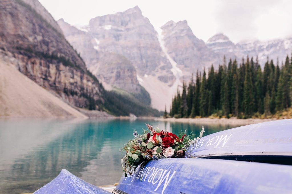 ultimate guide to planning adventure elopement at moraine lake